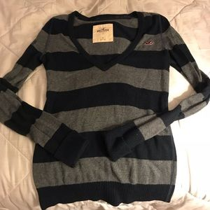 Hollister stripped gray blue sweater - size S
